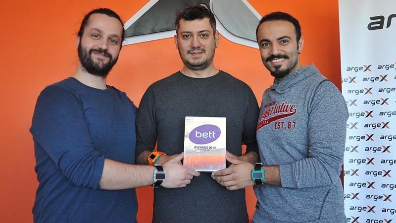 Gaziantep'te İki Mühendisin Ürettiği Akıllı Saat, ''En İyi Teknoloji'' Ödülünü Aldı