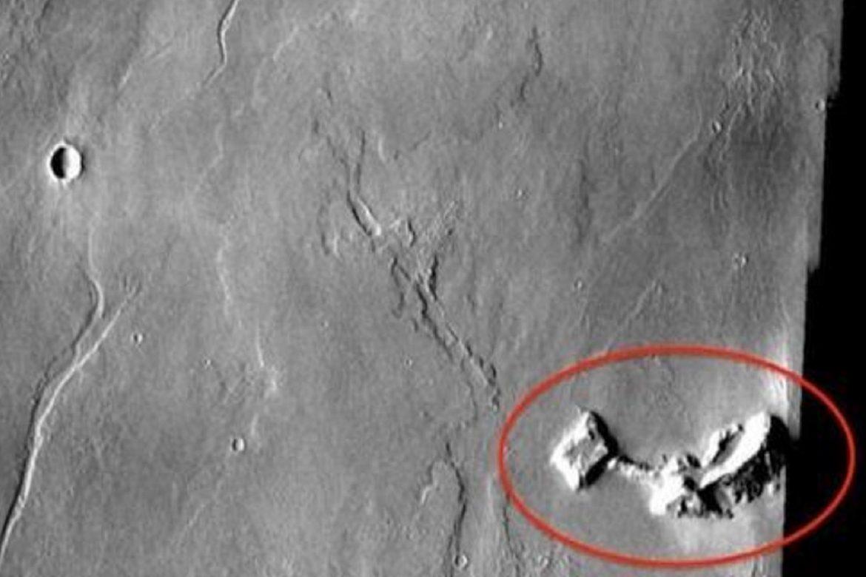 Mars'taki Binayı Uzaylılar Mı Yaptı?
